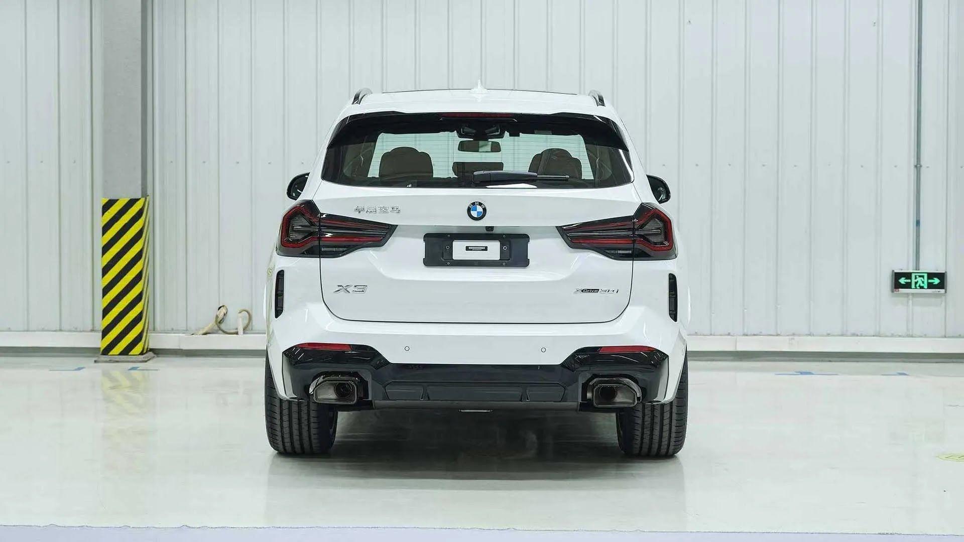 Задняя часть обновленного BMW X3