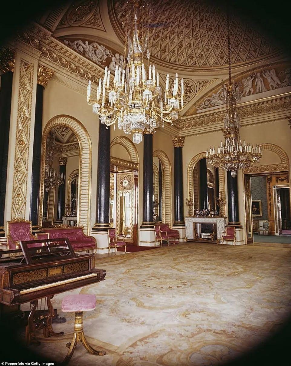 Также в лондонском доме королевы есть музыкальная комната