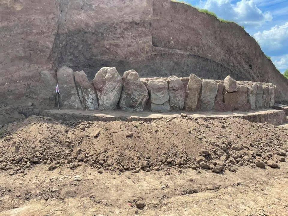 Кромлех, виявлений на трасі Н-31, нагадує Стоунхендж.