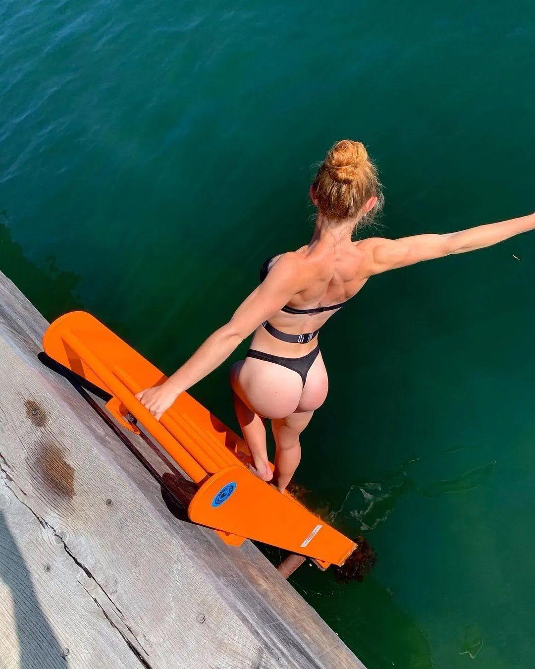 Николь Дентодриа на пляже