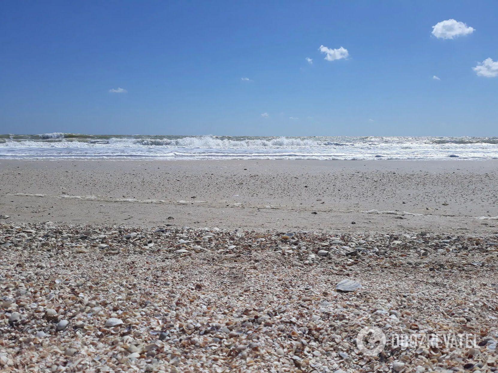 Лебедівка, Рибаківка, Курортне, Миколаївка, Катранка і Вапнярка славляться своїми чистими широкими і безлюдними пляжами