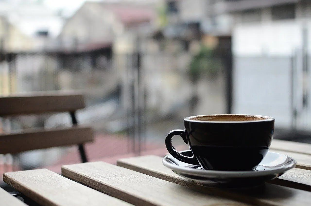 Не варто відразу пити гарячий напій з чашки.