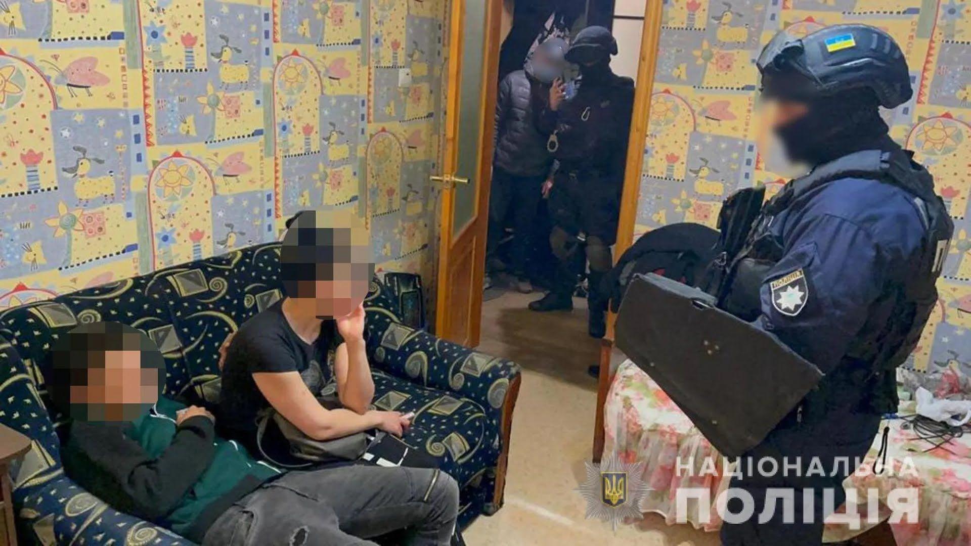 Поліція провела обшук вдома у підозрюваного у подвійному вбивстві в Харкові