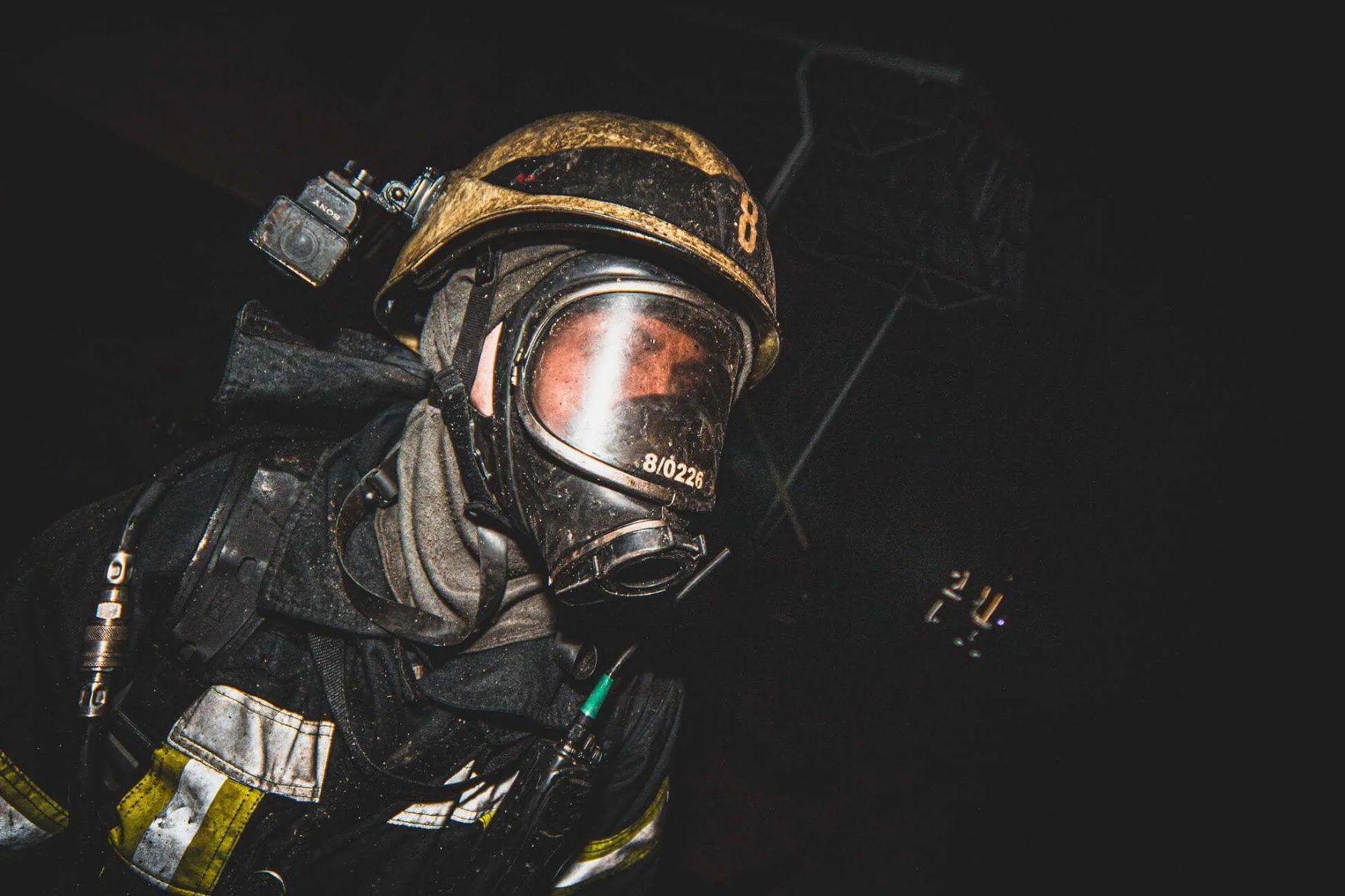 Вогонь швидко поширився в будинку в Голосіївському районі через дерев'яну покрівлю та перекриття