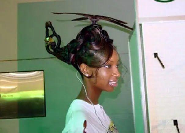 Школярка зробила зачіску у формі гелікоптера.