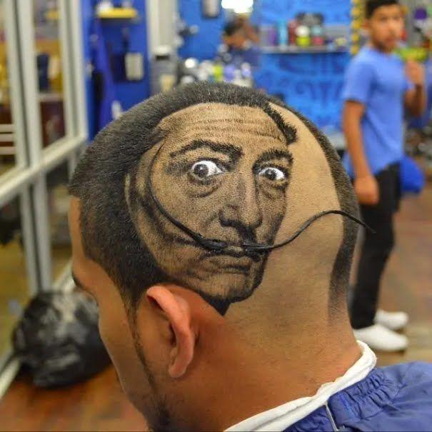 Чоловік любить творчість Сальвадора Далі.