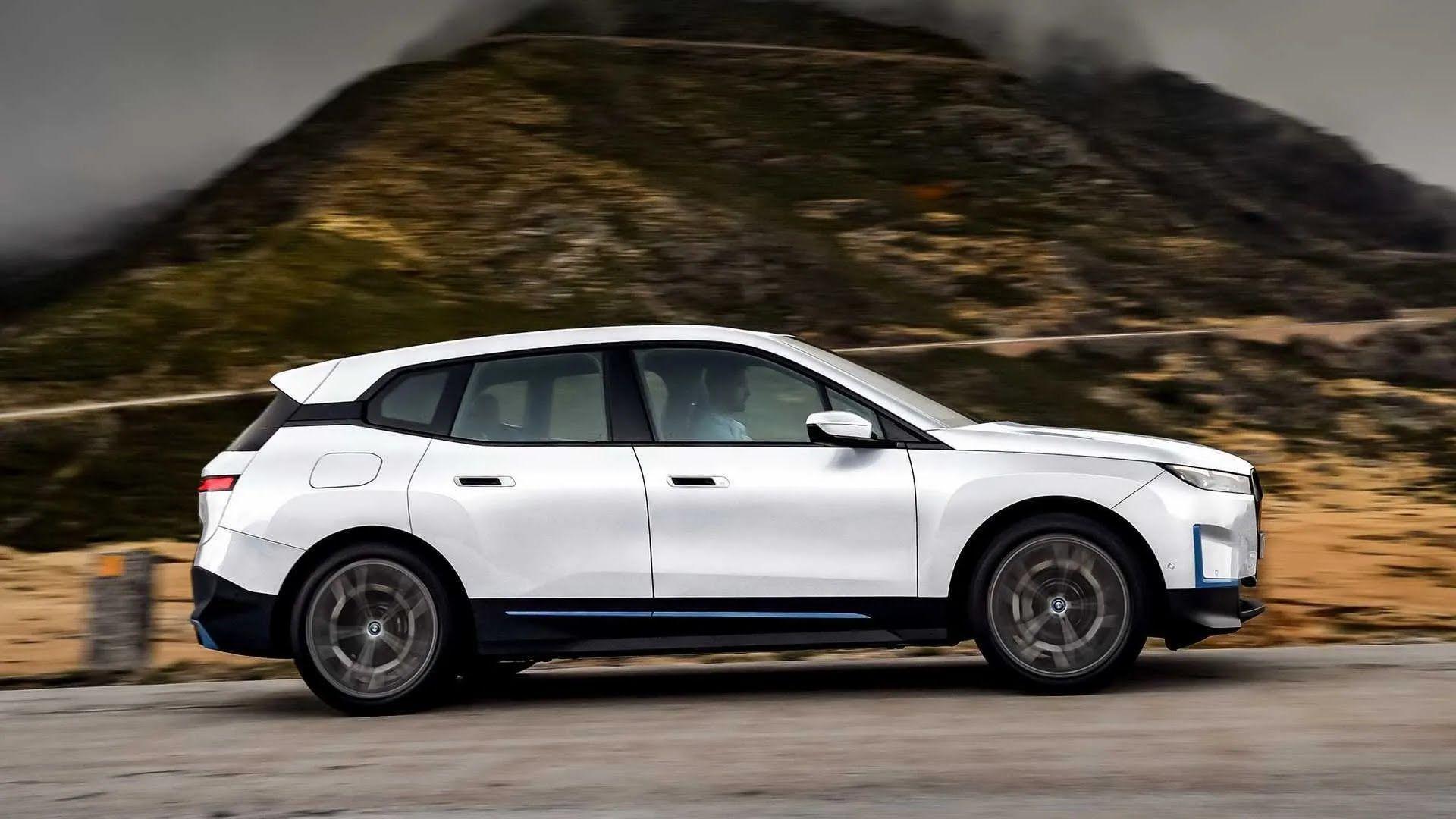BMW iX можна забронювати за 300 000 грн