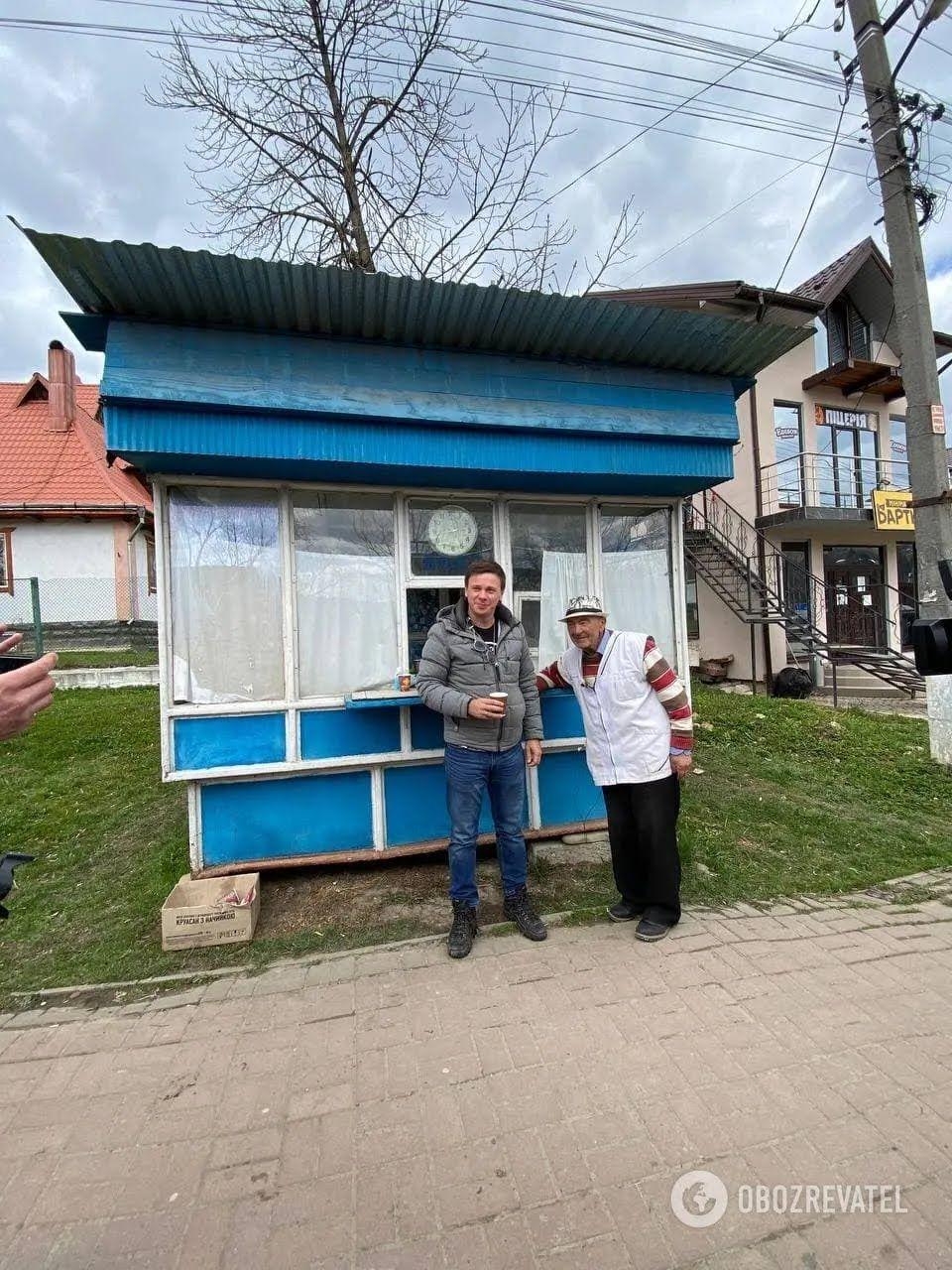 Іван Васильович продає ситро вже третьому поколінню місцевих жителів.