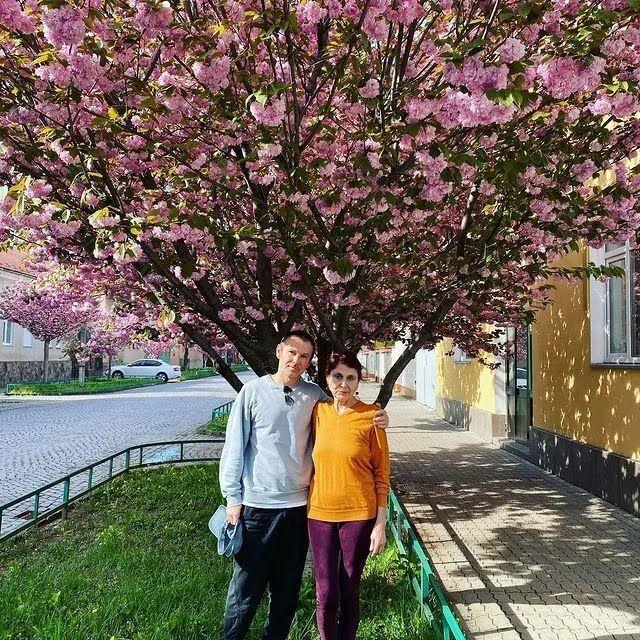 Святослав Вакарчук опублікував фото з мамою