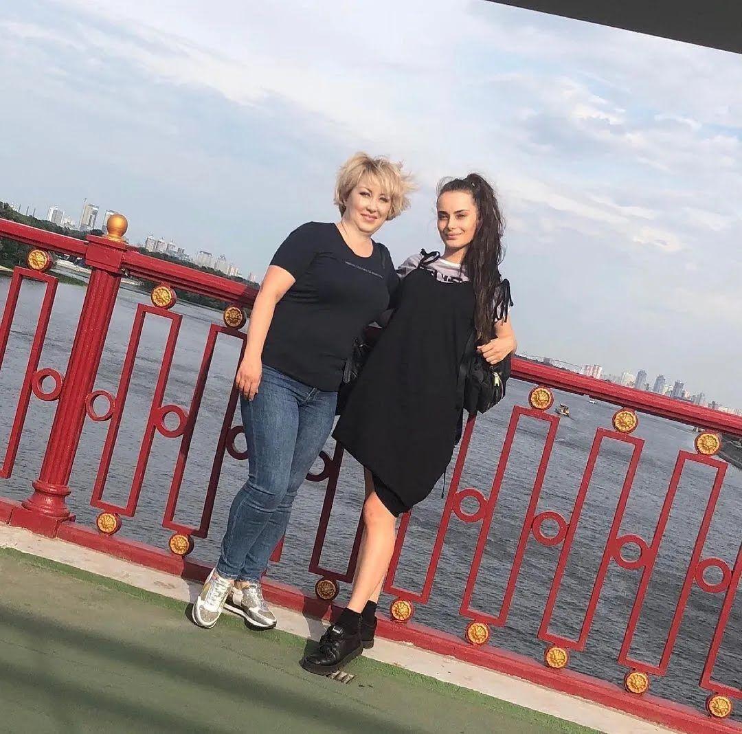 Ксенія Мішина показала спільне фото з мамою