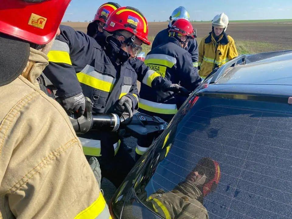 На місці ДТП працювало 15 рятувальників