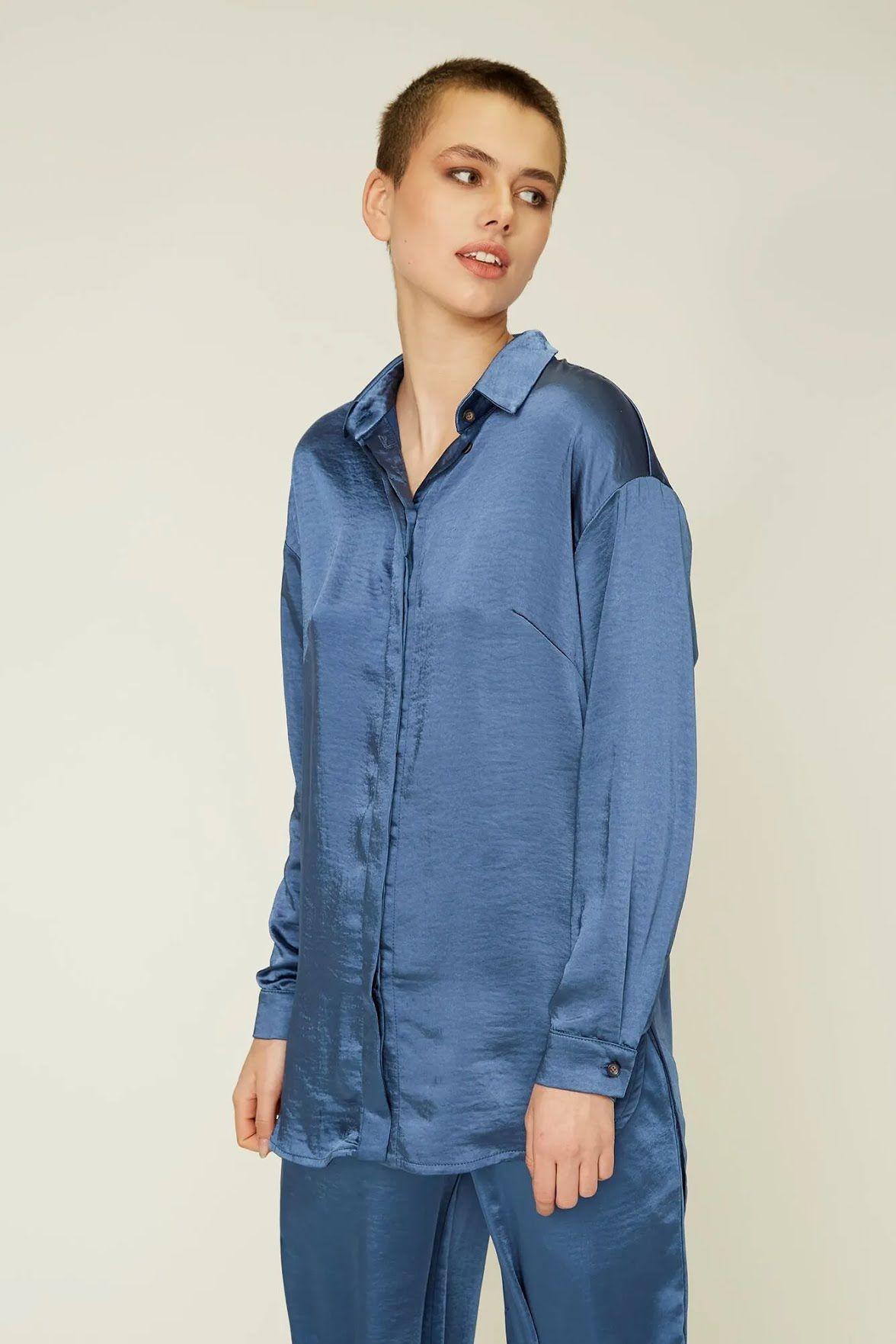 Подовжену сорочку дизайнер радить носити в прохолодну погоду з oversize брюками