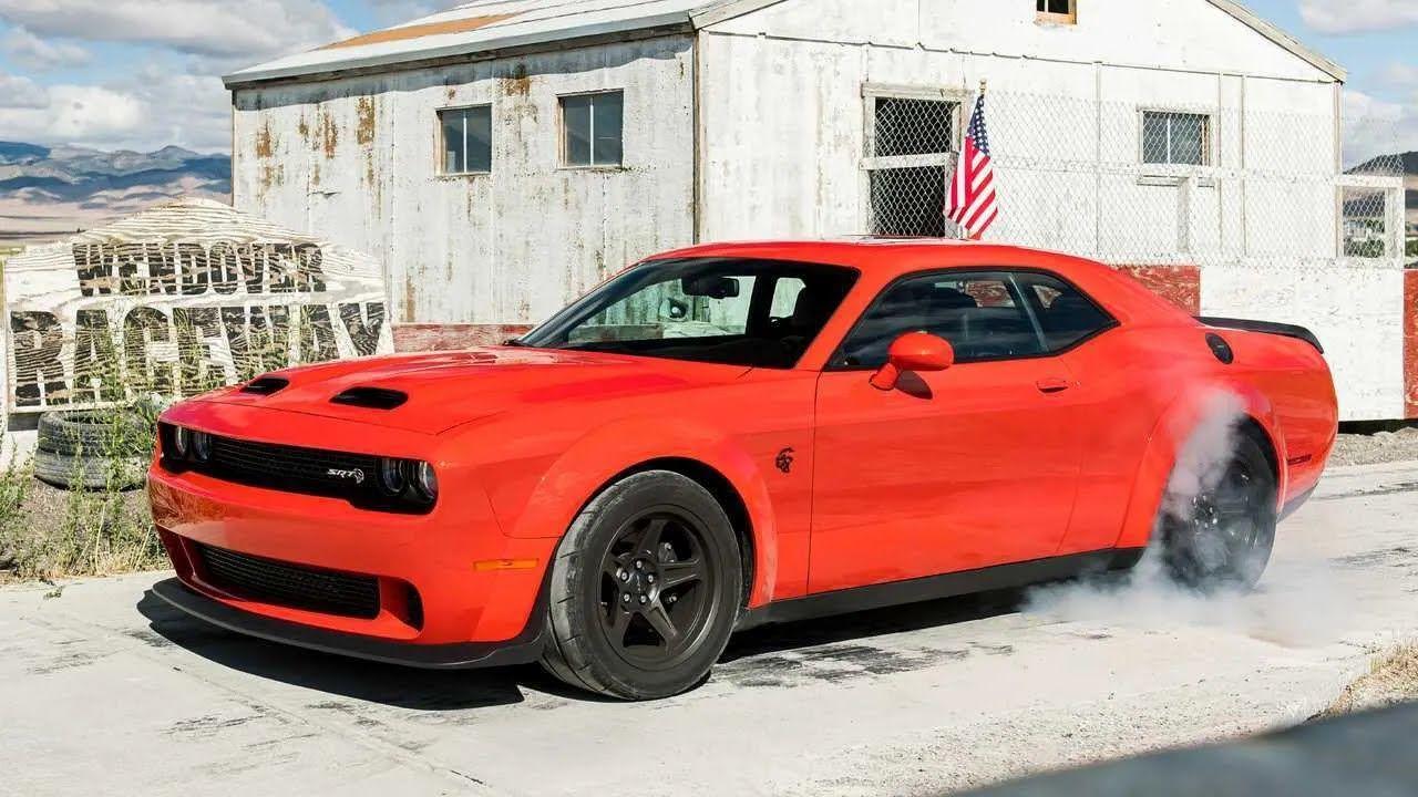 Остання версія Dodge Challenger може розігнатися до 270 км/год