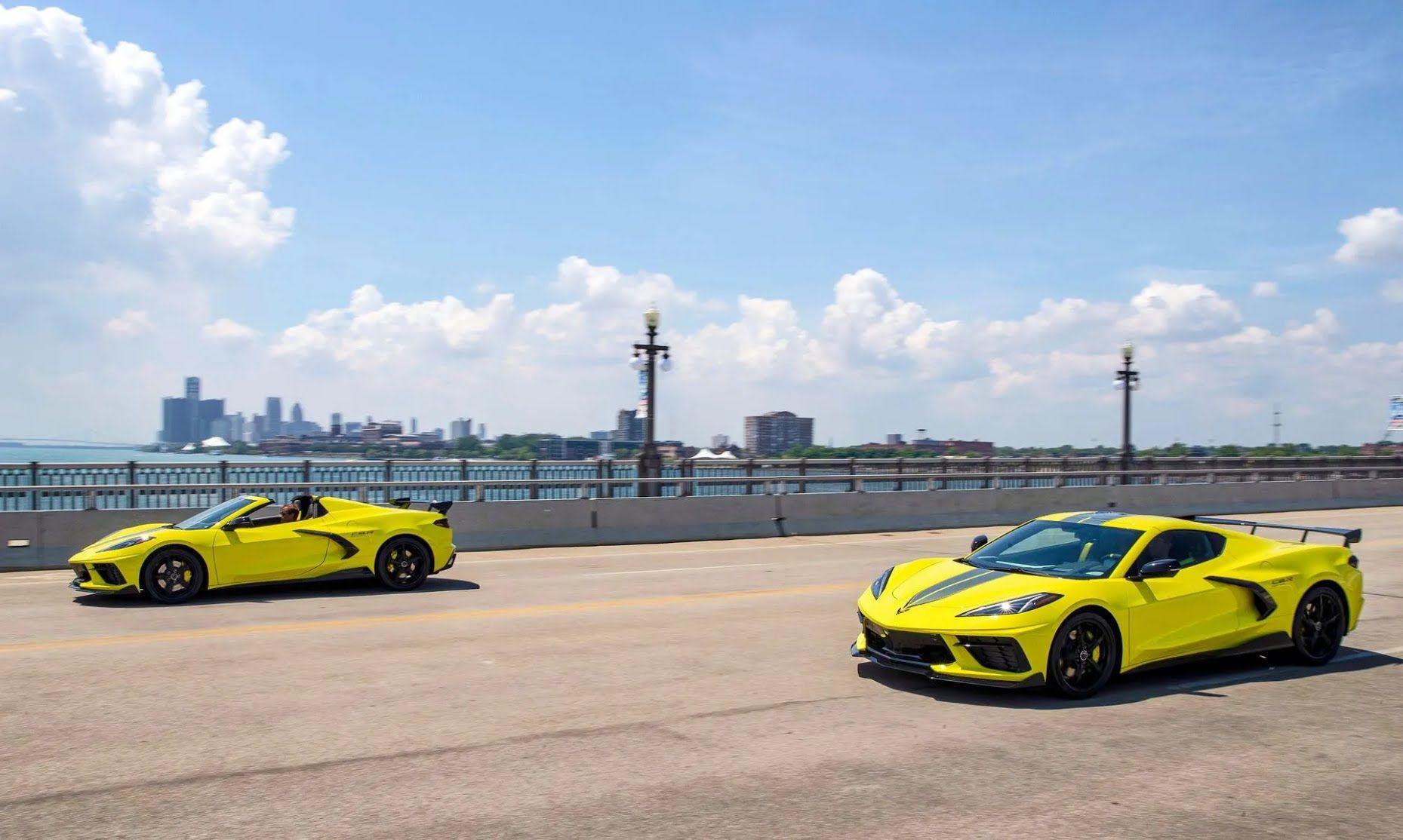 Corvette Stingray пропонується в двох варіантах – купе і кабріолет