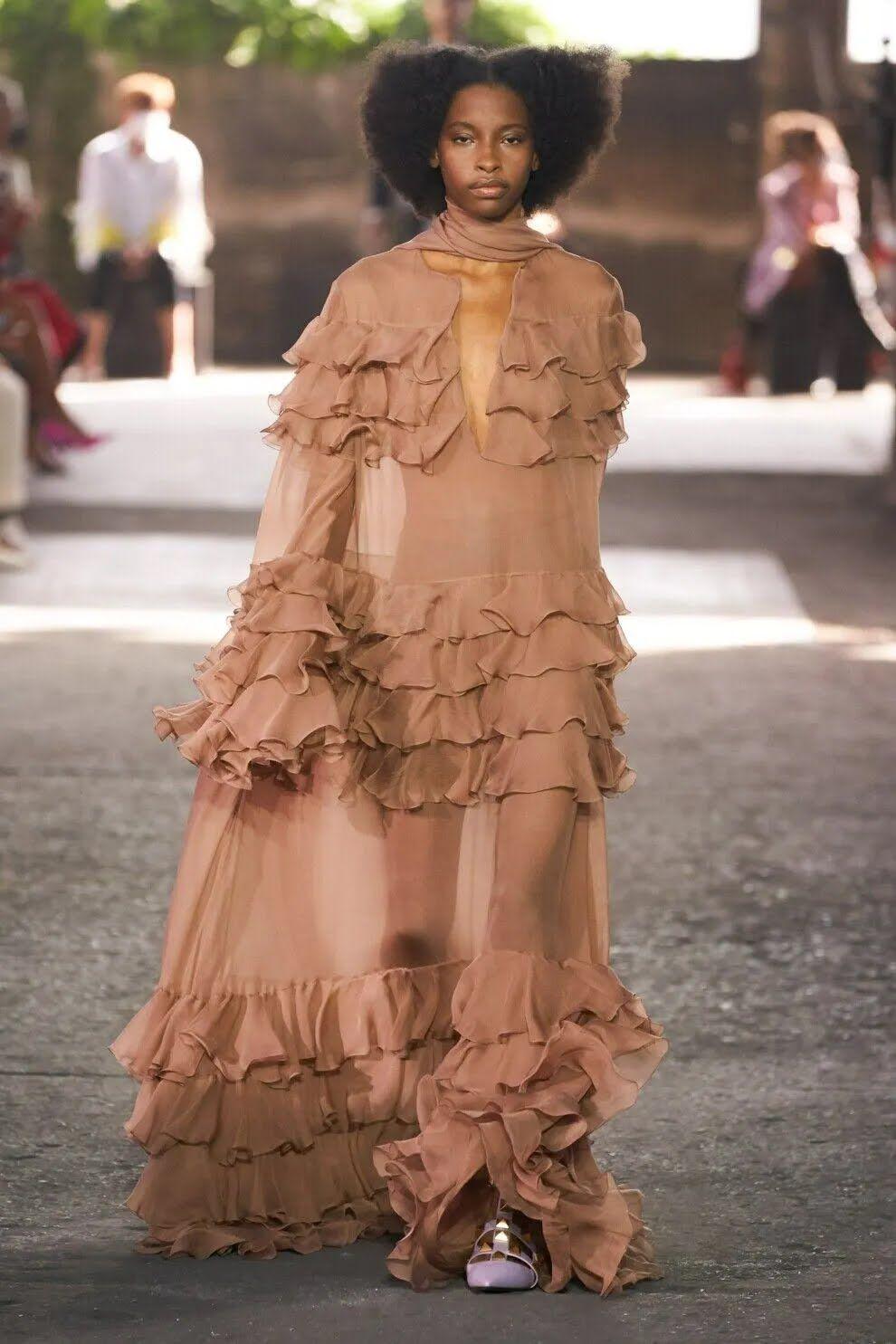 Також у тренді влітку 2021 будуть нюдові сукні