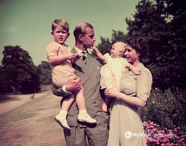 Королева Великобританії з принцом Філіпом і дітьми. 1951 рік