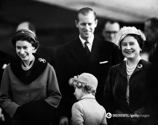 Королева з чоловіком принцом Філіпом, дочкою Анною і королевою-матір'ю Елізабет