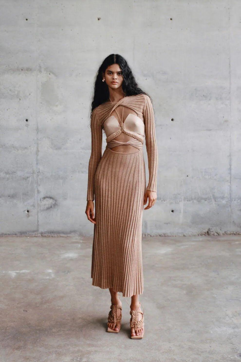 У 2021 році у тренді бежеві сукні