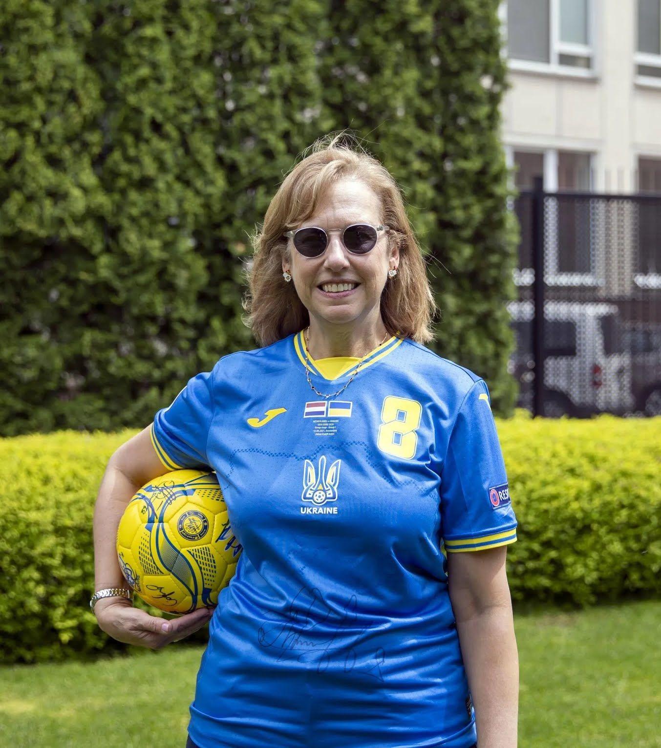 Посольство США поддержало сборную Украины.