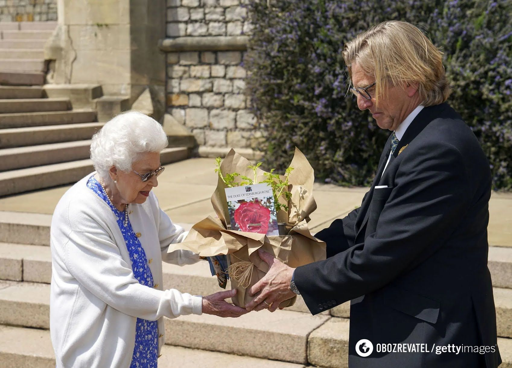Єлизавета II назвала троянду в честь чоловіка.