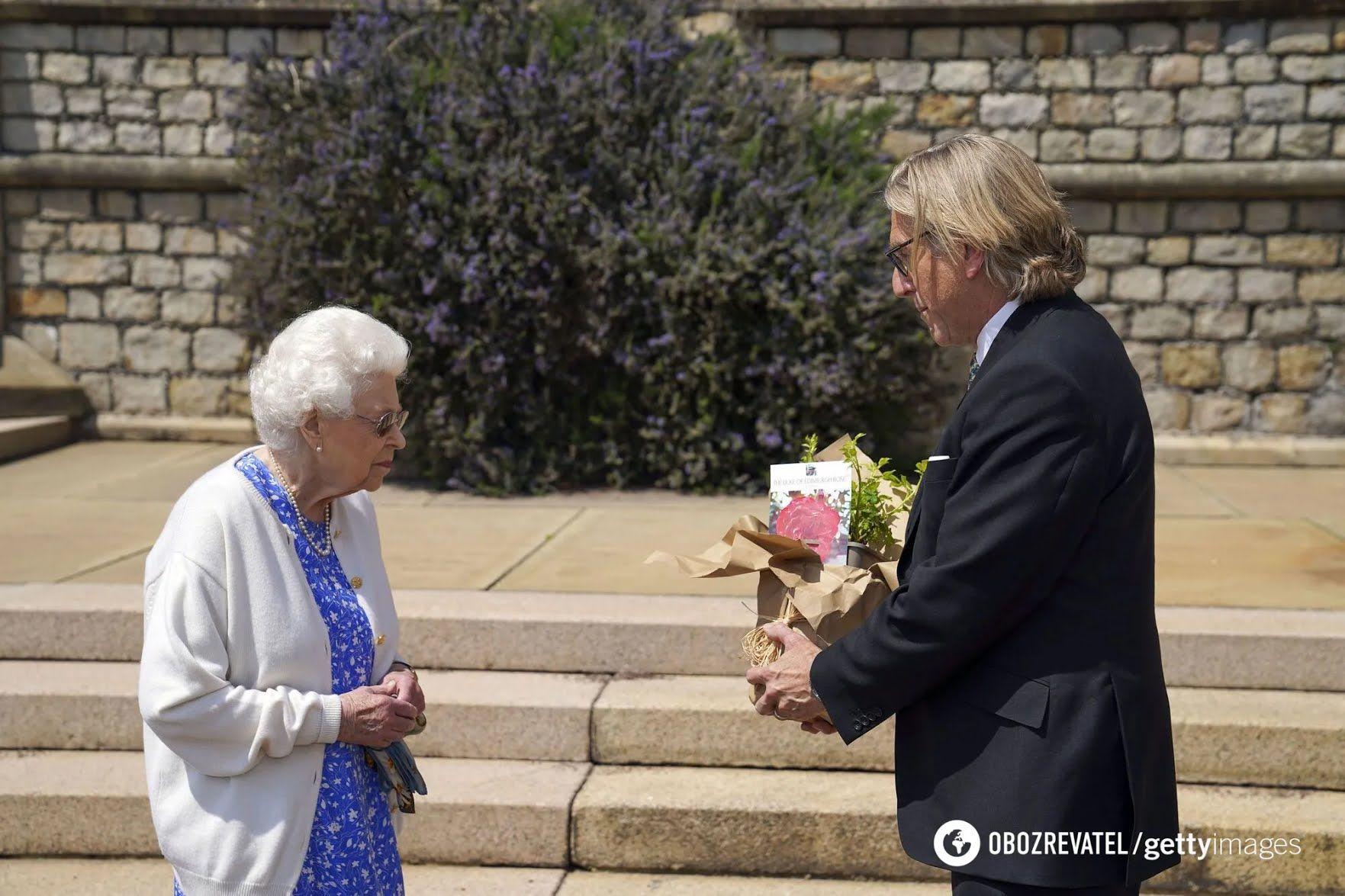 Єлизавета II посадила новий вид троянд.