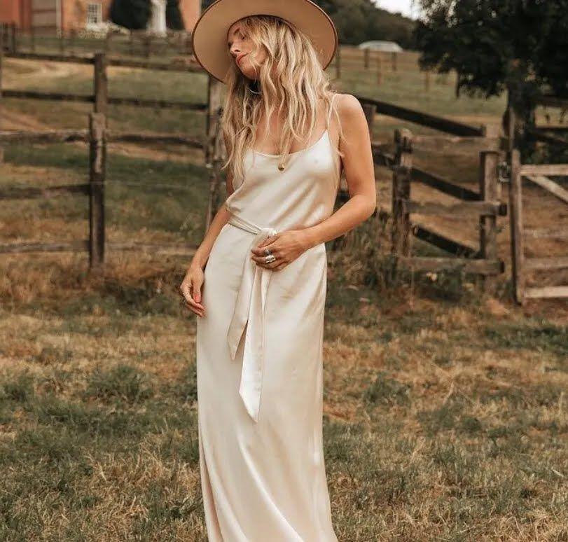 Шелковое свадебное платье.
