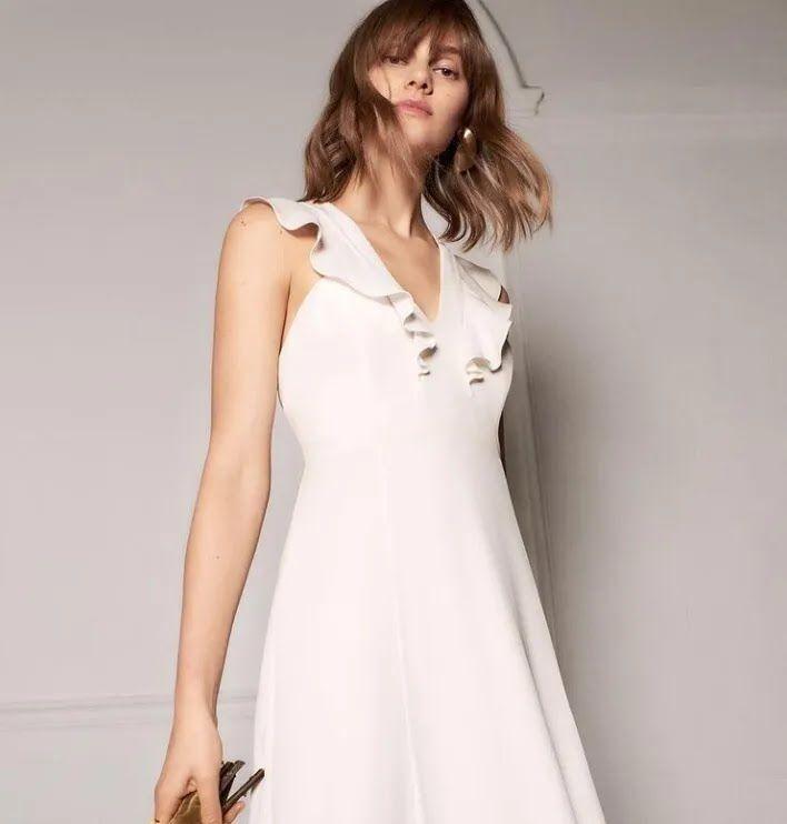 Приталенное свадебное платье.