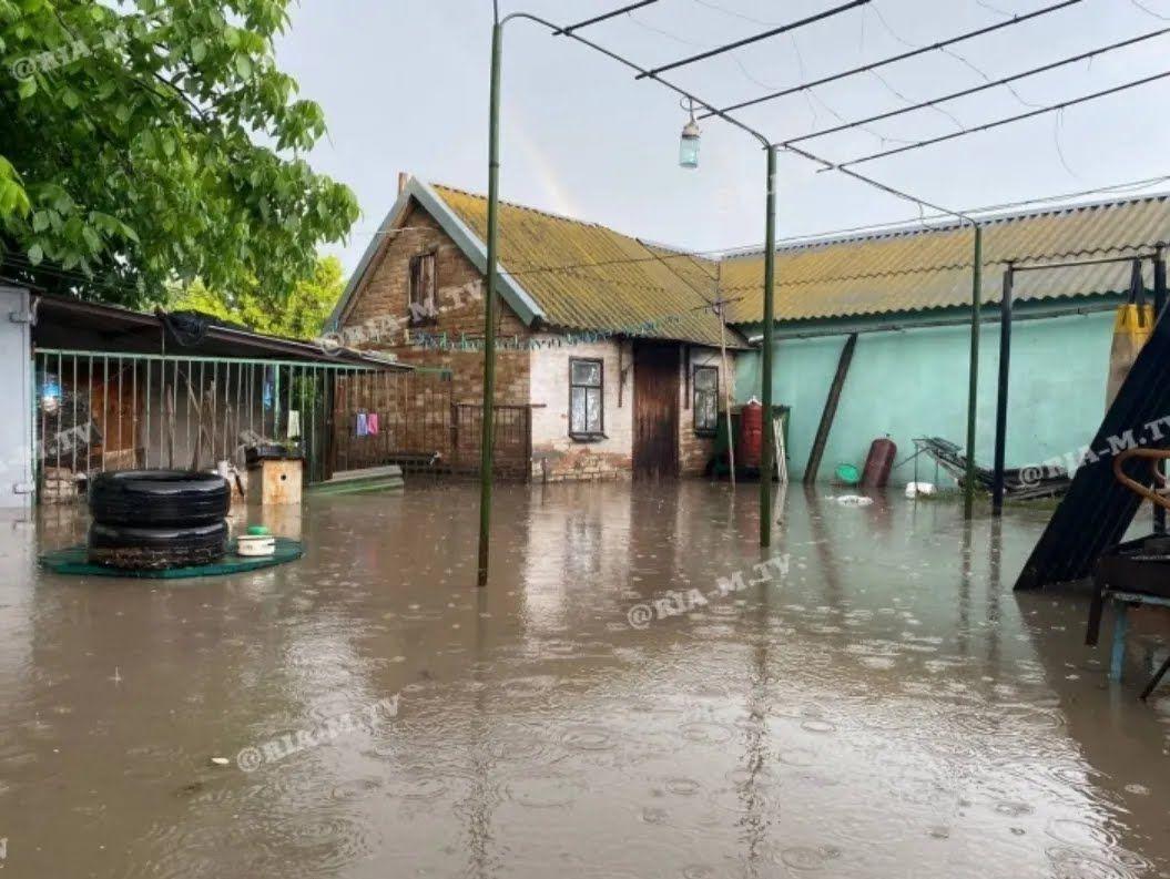 Житлові будинки затопило.