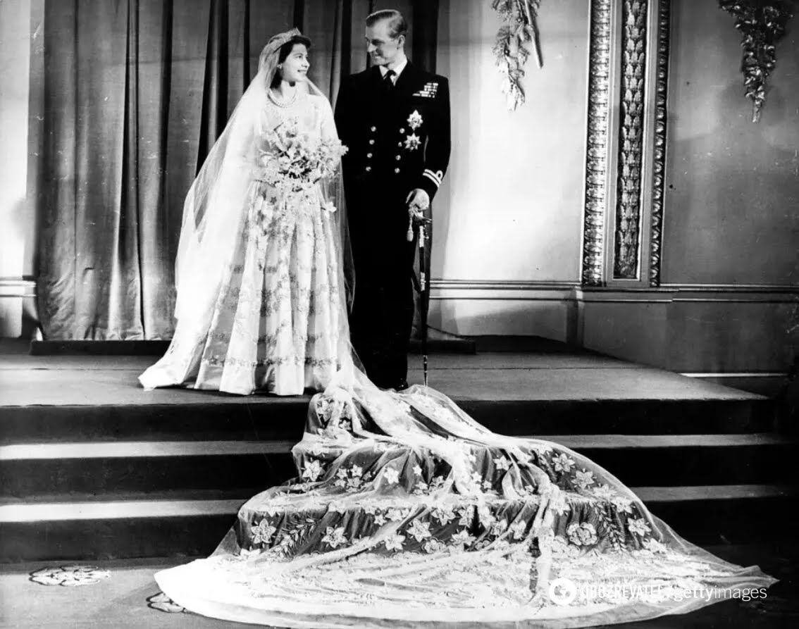 Принцеса Єлизавета і принц Філіп у Букінгемському палаці після одруження. 20 листопада 1947 року