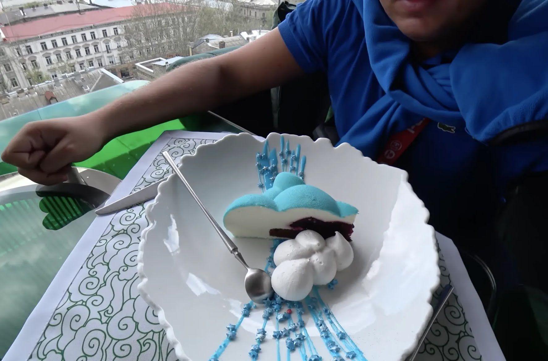 Повітряний десерт коштує 73 гривні.