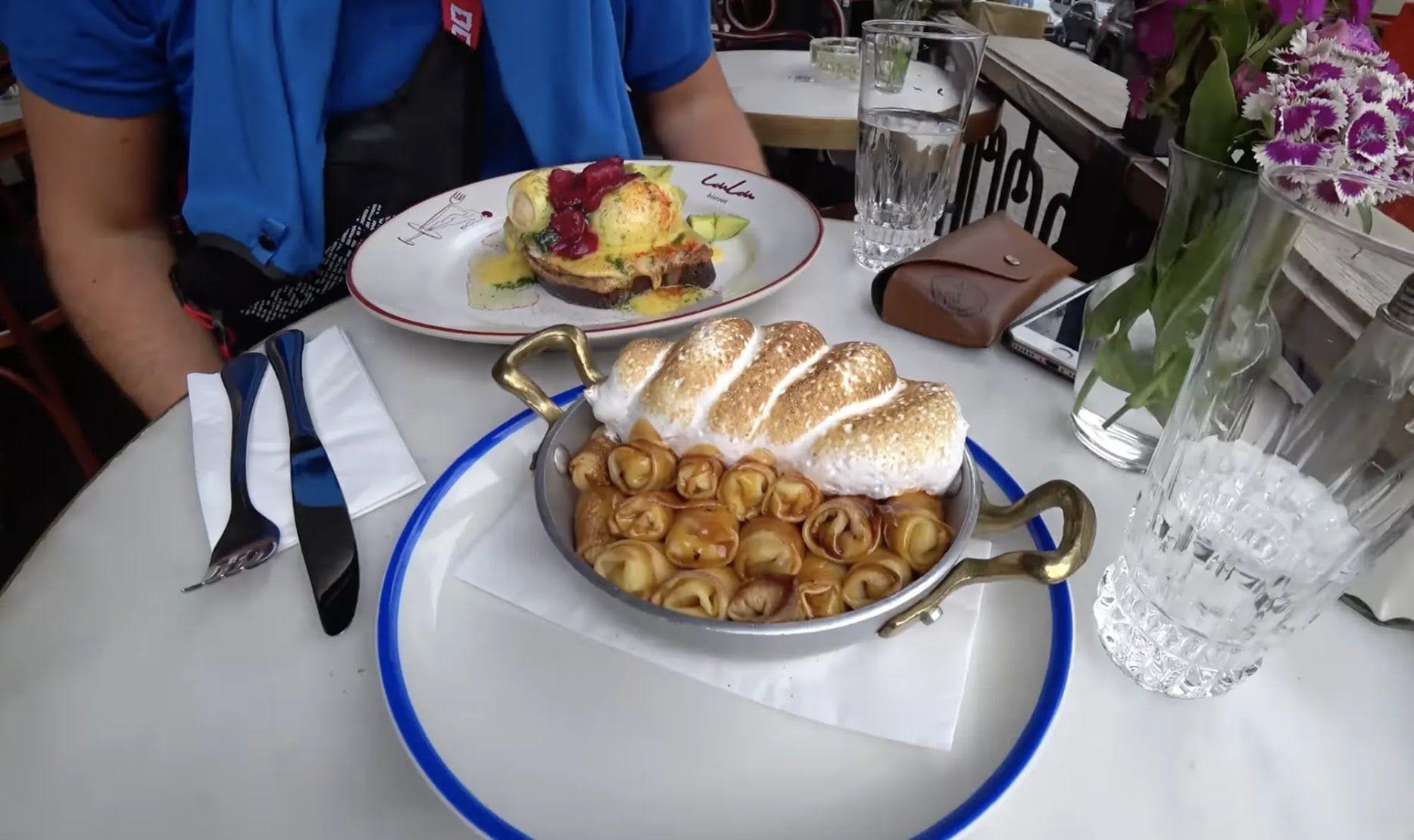 Сніданок в Одесі на терасі.