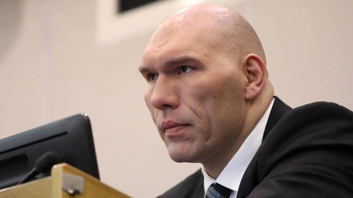 Микола Валуєв обурився через нову форму з Кримом
