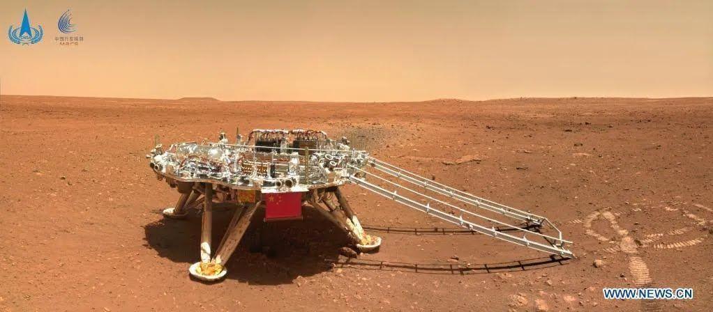 Zhurong прислал на Землю фото с Марса