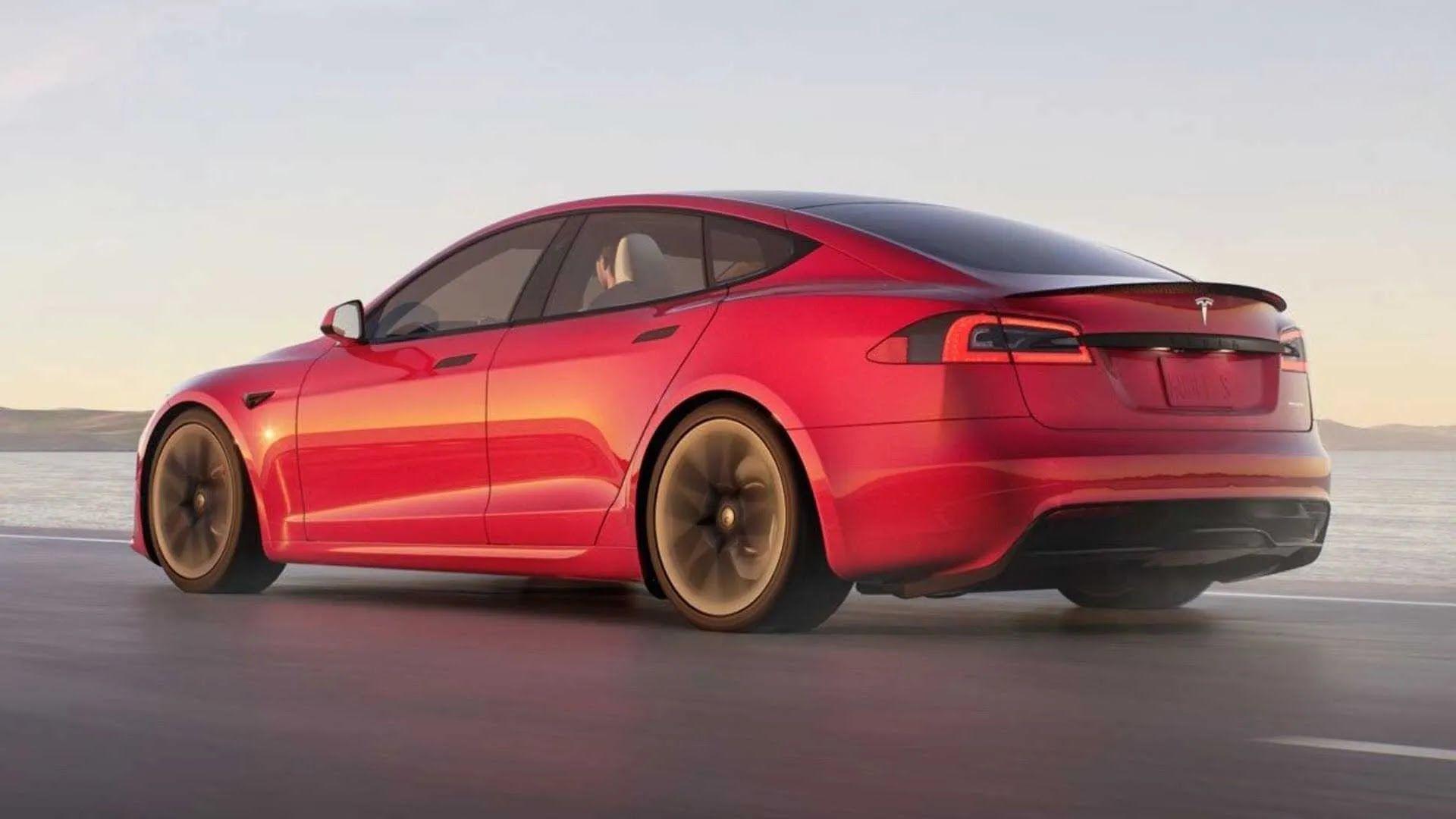 Задняя часть Tesla Model S Plaid