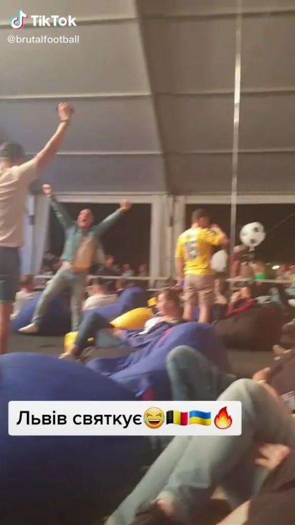 Вболівальники відзначають голи Бельгії