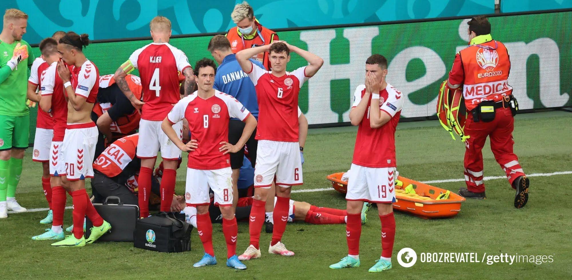 Гравці збірної Данії оточили Еріксена