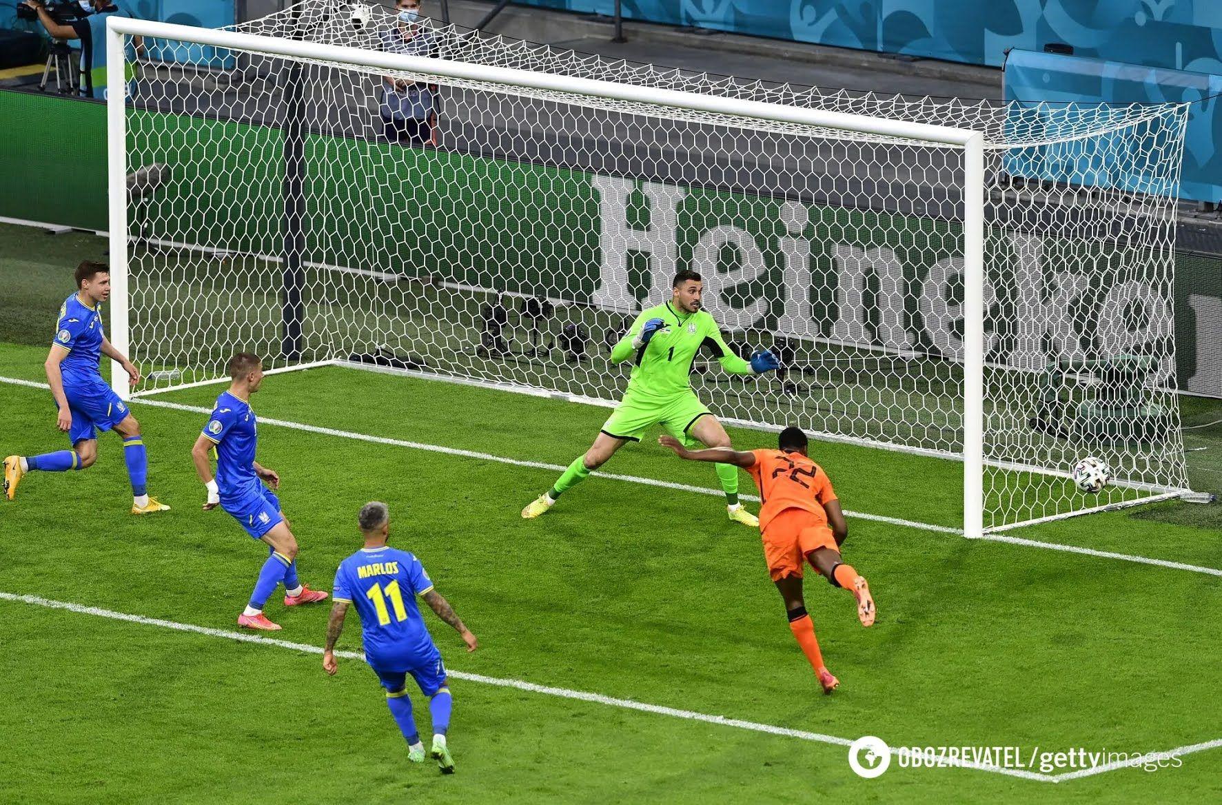 Украинцы пропустили три гола на старте Евро-2020.