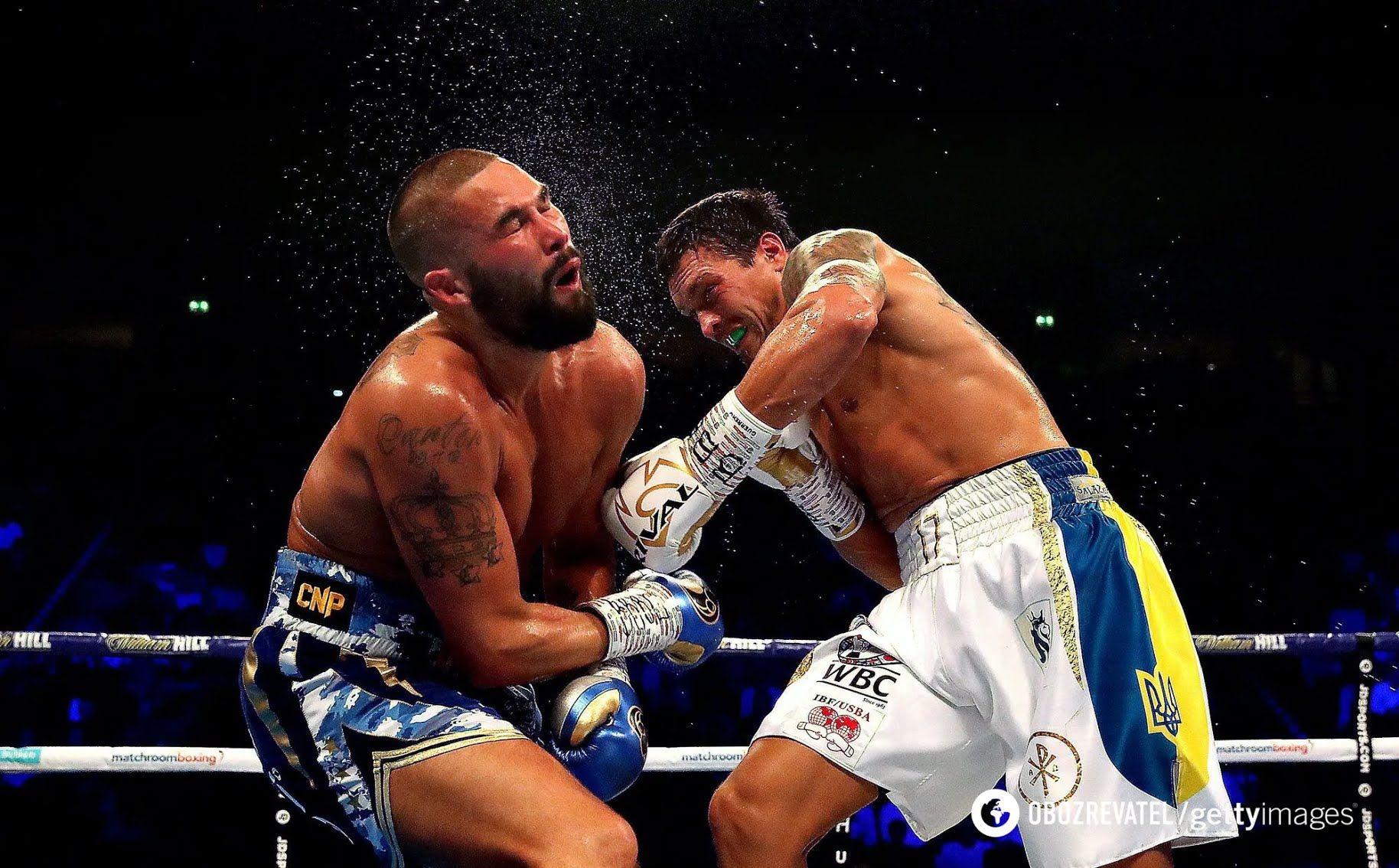 Александр Усик в бою с Тони Белью.