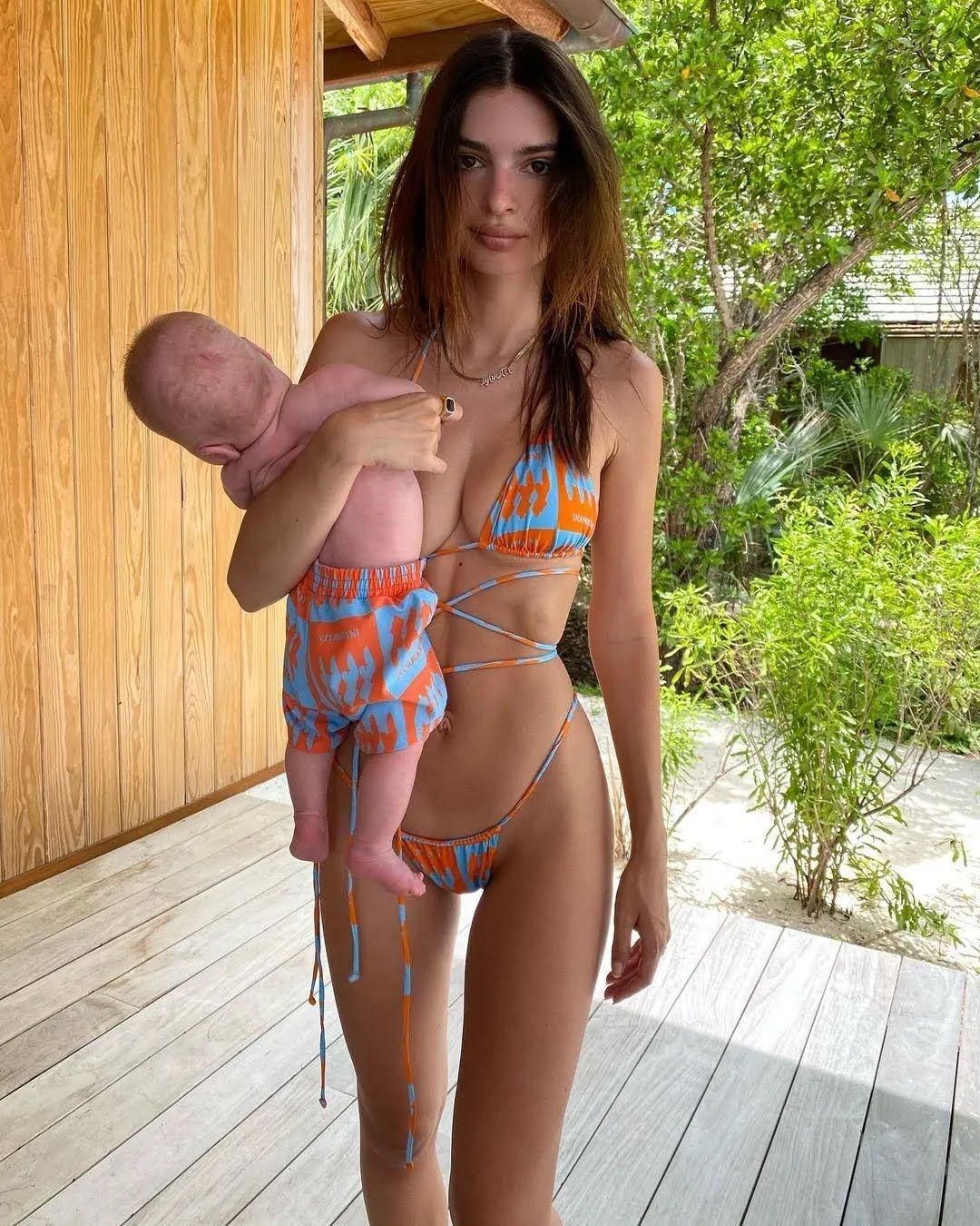 Модель похвасталась фигурой после родов