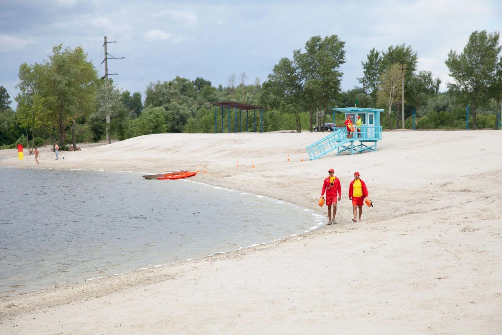 """На """"Троещине"""" пляж, как на Мальдивах."""