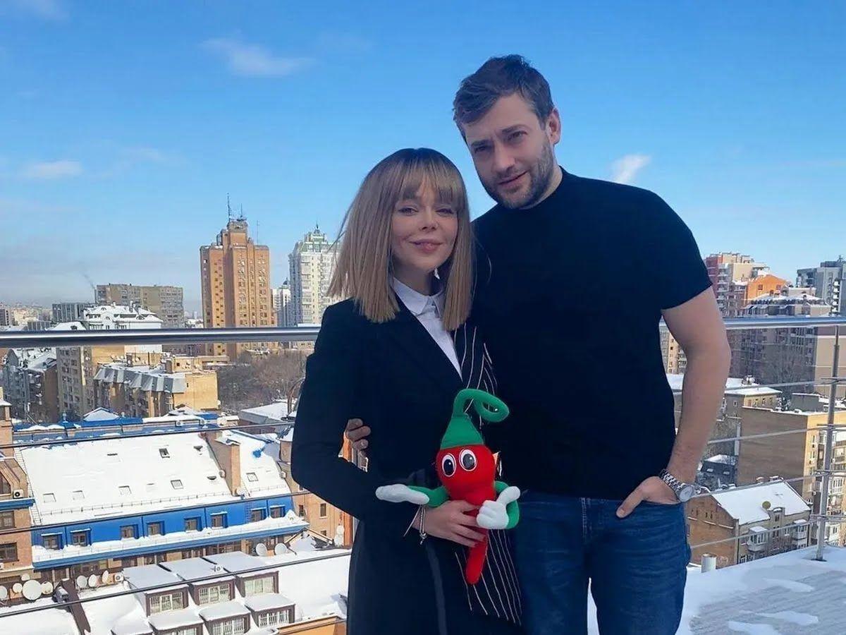 Певица официально подтвердила отношения с российским актером