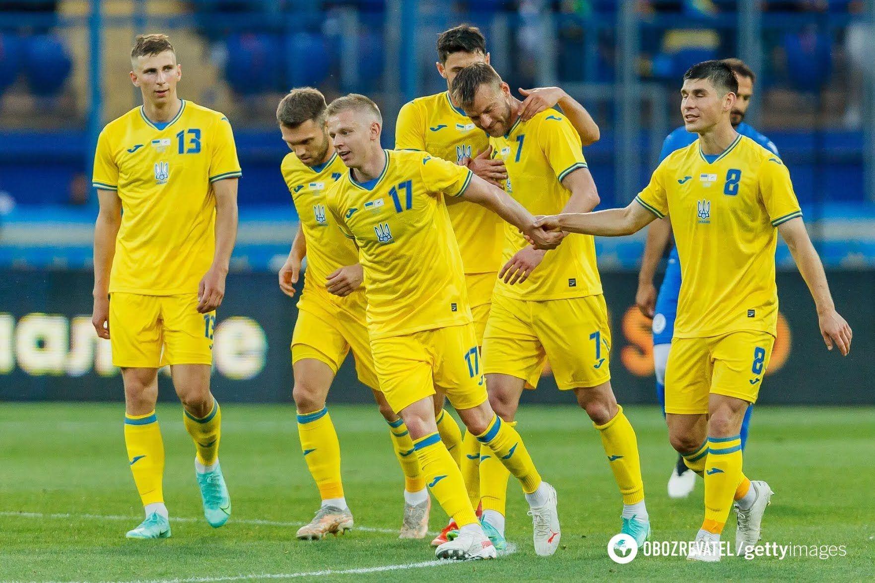 Игроки сборной Украины празднуют гол в ворота Кипра.