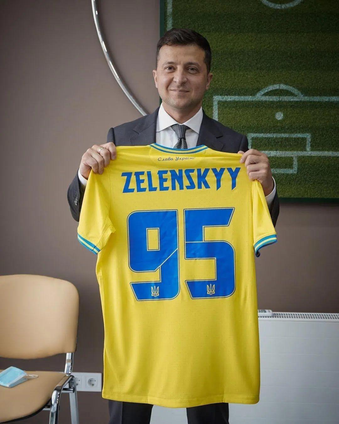 Владимир Зеленский с новой формой сборной Украины