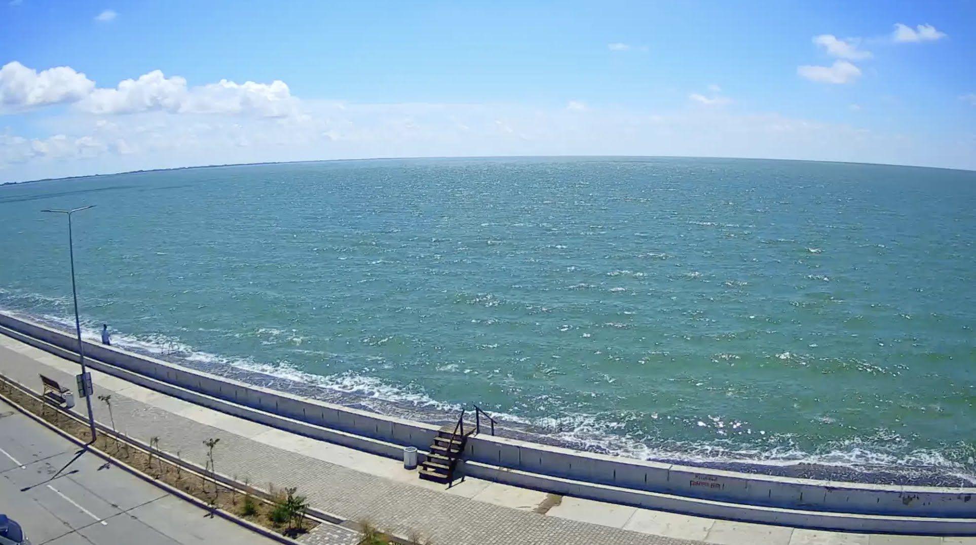 В Бердянську на Азовському морі немає туристів.
