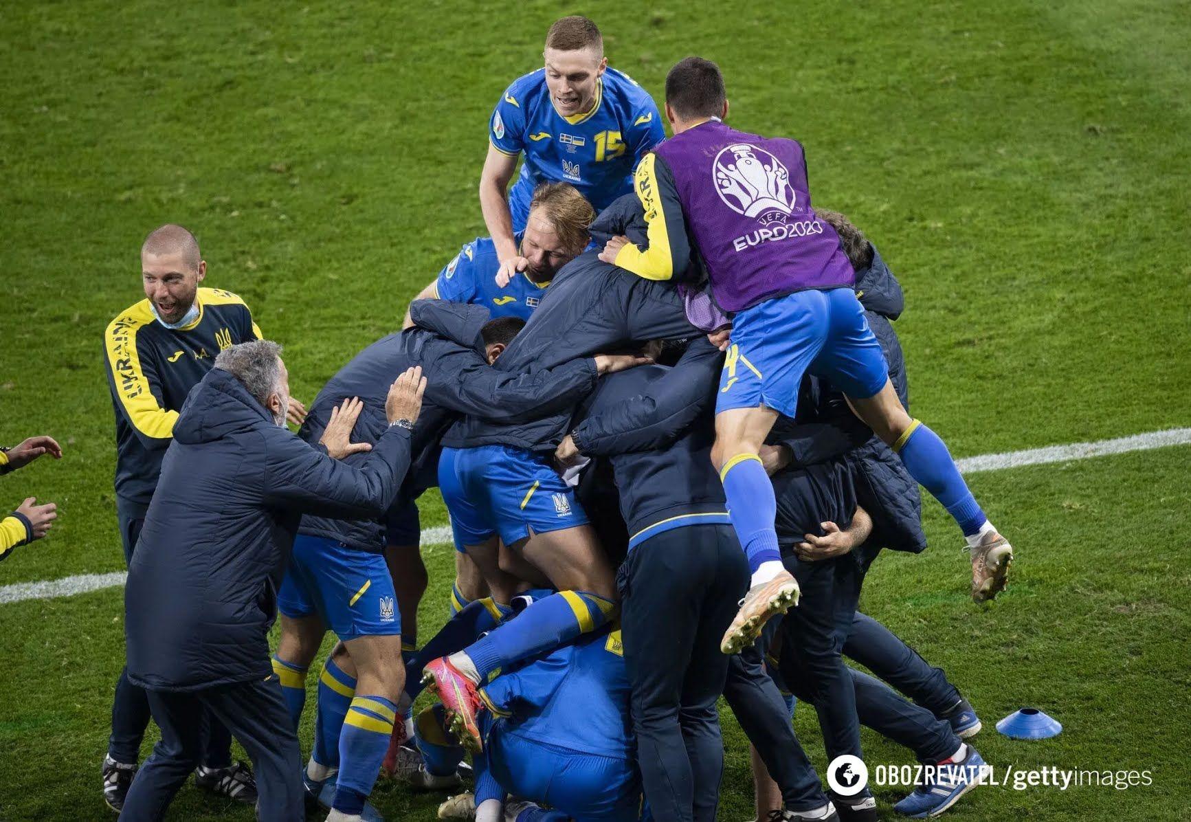 Гравці збірної України святкують перемогу