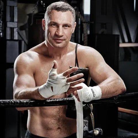 Віталій Кличко підтримує форму.