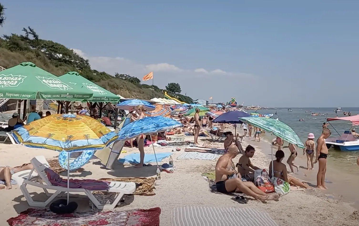 У годину пік на центральному пляжі немає вільних місць