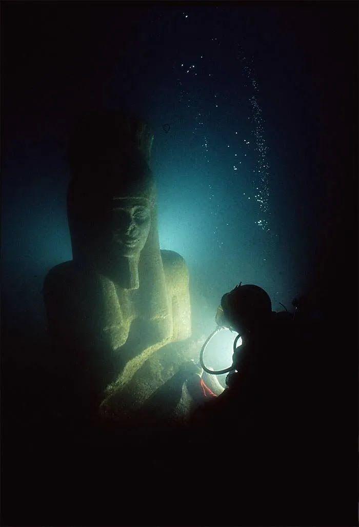 Древнеегипетского фараона нашли в океане.