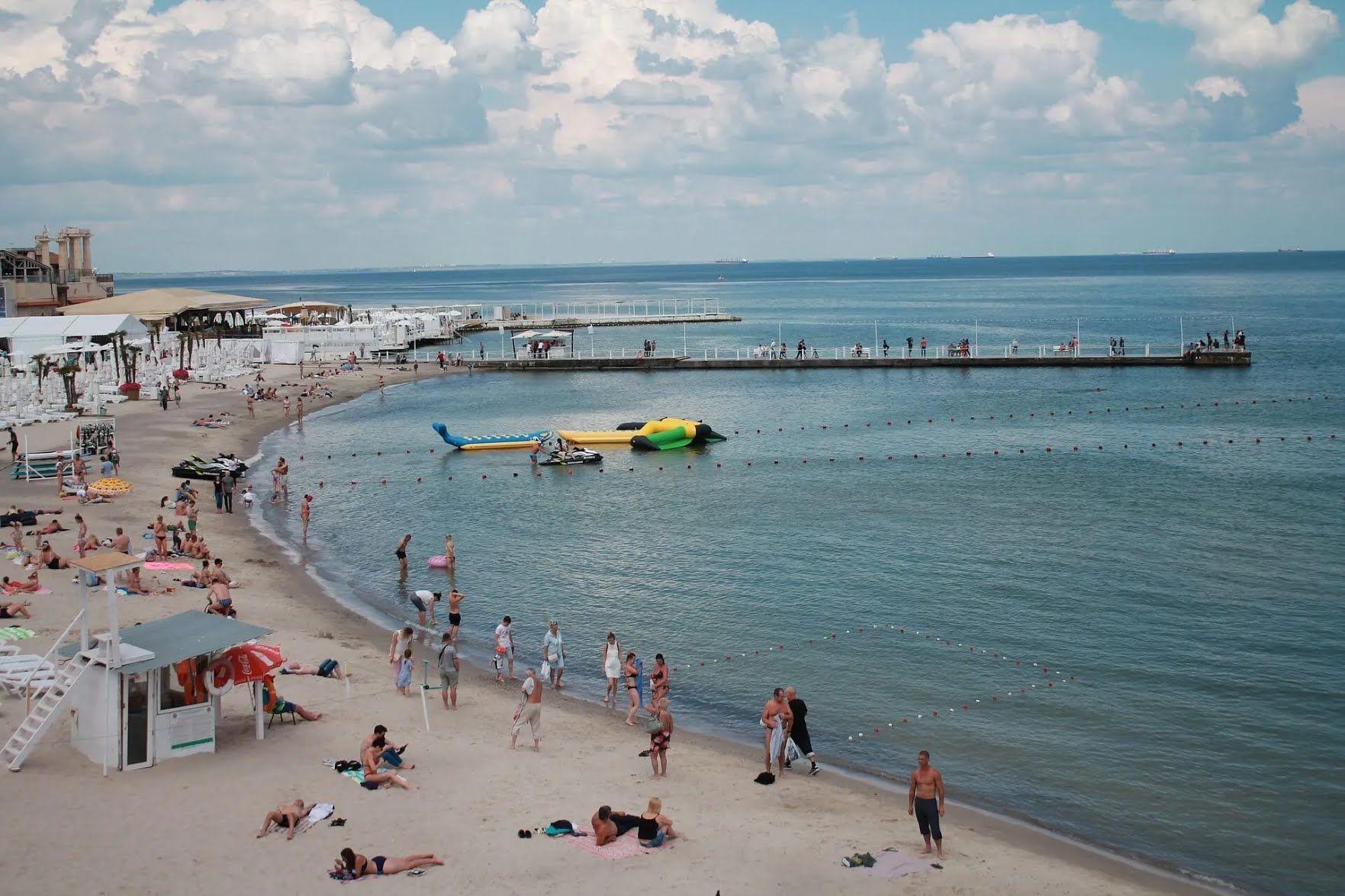 Берегова лінія Одеси – це майже 20 км пляжів, покритих привізним піском
