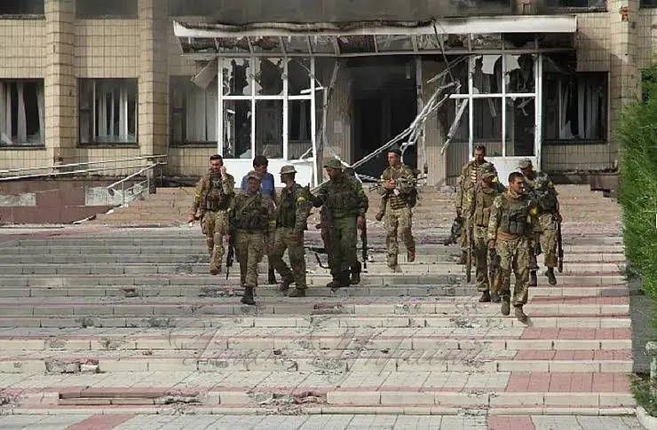 Українські бійці в місті